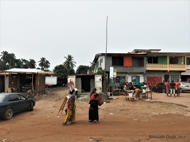 Two ladies, on the way to Katata, Liberia, April 2017