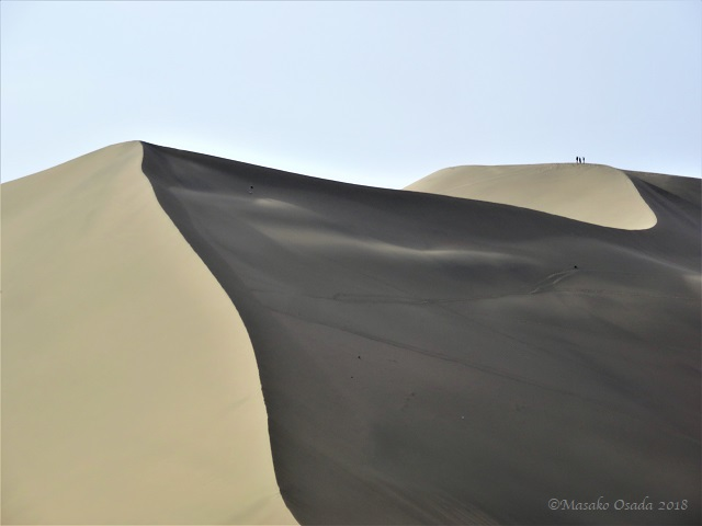 Dunes. Mingsha Mountain Crescent Spring Resort, Dunhuang, Gansu, September 2018