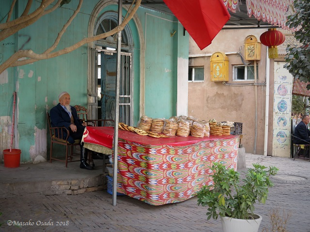 Nan seller. Old City, Kashgar, Xinjiang, September 2018