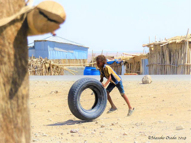 Boy playing with tyre, Hamedela village near Dallol, Ethiopia, January 2019109116