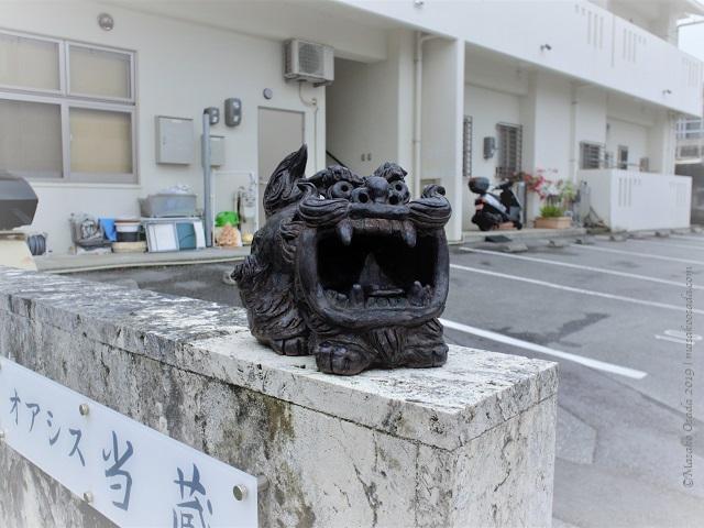 Shiisaa in front of apartment building, Naha, Okinawa, November 2019