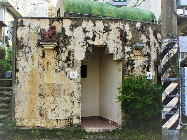 Shiisaa at public toilets, Naha, Okinawa, November 2019